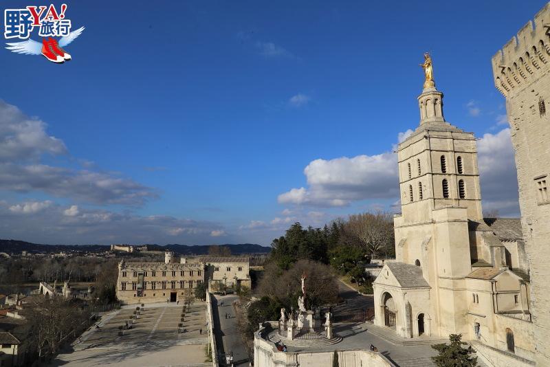 法國|普羅旺斯 漫步亞維儂斷橋、教皇宮 感受南法冬日悠閒氛圍 @YA 野旅行-旅行不需要理由