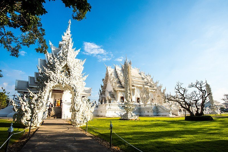 旅行泰國必訪!華麗又特別的八間寺廟 @YA 野旅行-旅行不需要理由